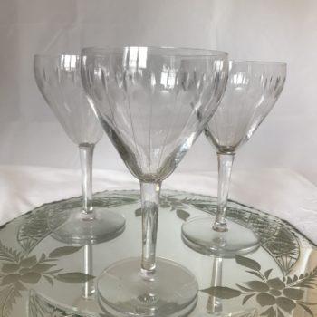 Verres à vin en cristal gravé