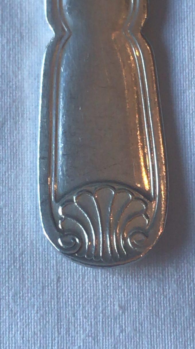 Couverts à poisson en métal argenté signés