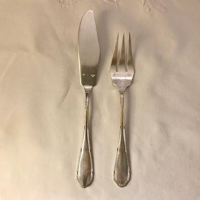 Partie de ménagère en métal argenté, motif rubans croisés