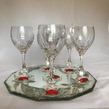 Six verres à vin en cristal taillé