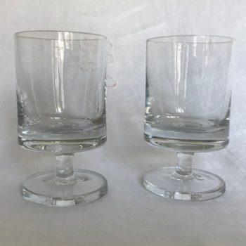 Deux verres à vin en cristal
