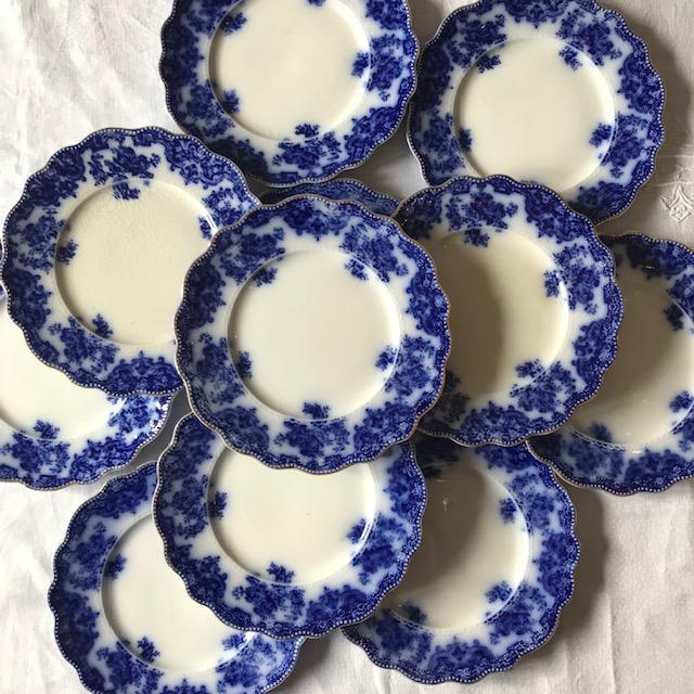 Six assiettes à dessert anglaises