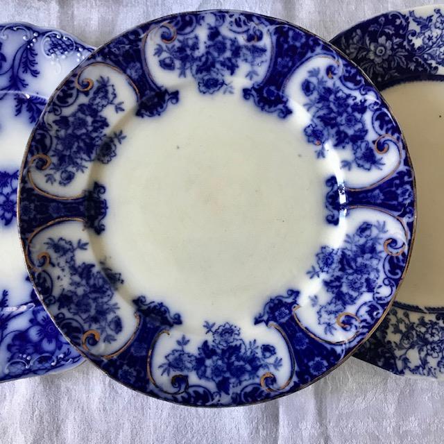 Six assiettes anglaises dépareillées