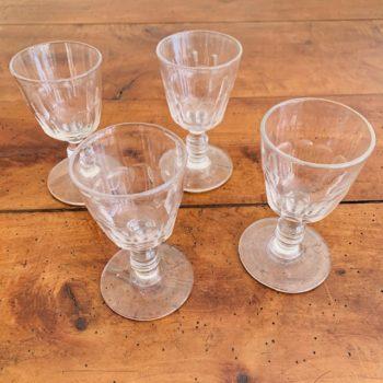 Quatre verres à liqueur