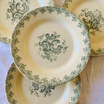 Quatre assiettes Louis XV