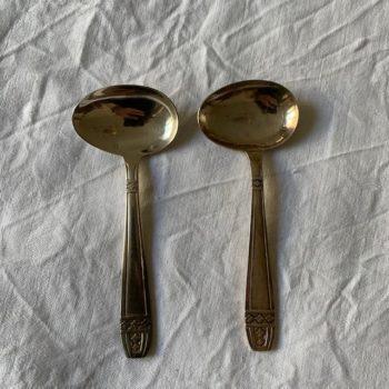Deux cuillères à bouillie