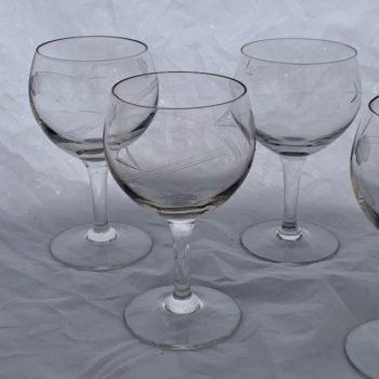 Cinq verres en cristal