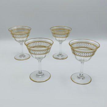Quatre verres en cristal