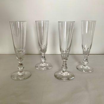 Quatre flûtes en cristal