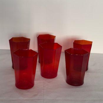 Six verres rouges