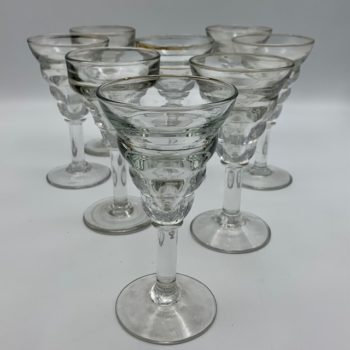 Huit verres à Martini