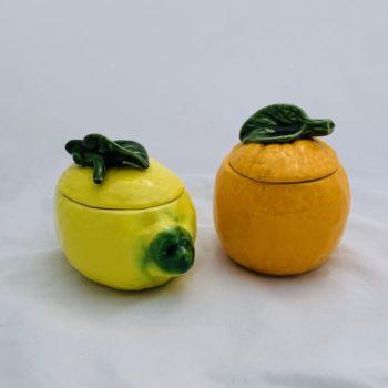 Deux pots en barbotine