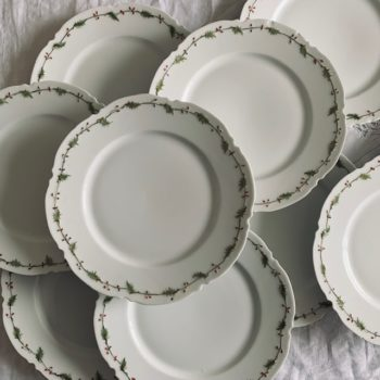 Assiettes plates en porcelaine de Limoges, motif Houx