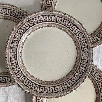Assiettes plates motif Grec
