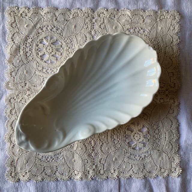Ravier «coquille» en porcelaine