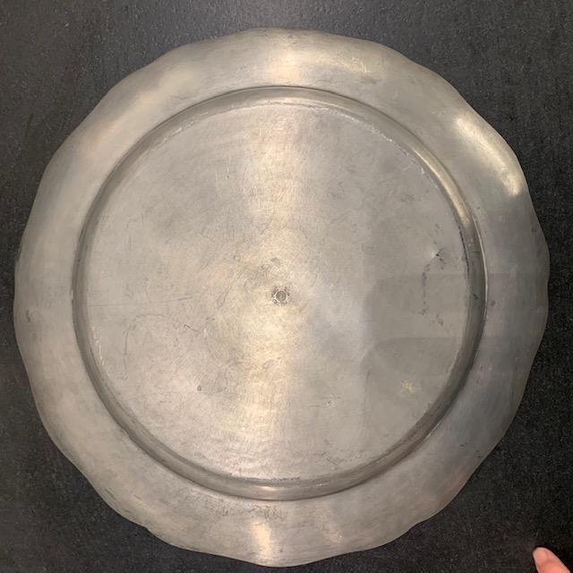 Grand plat en étain