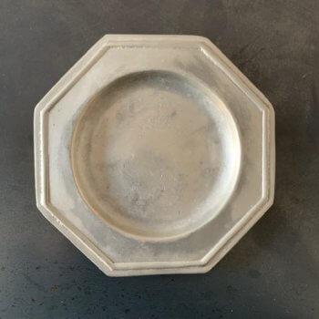 Mini assiettes octogonales en étain vintage