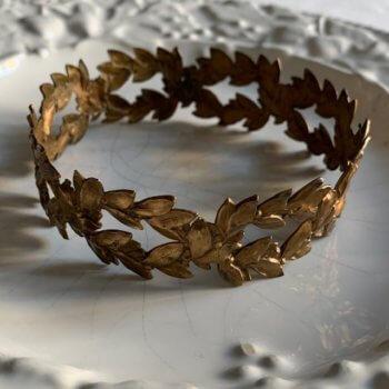 Petite couronne ancienne en métal doré